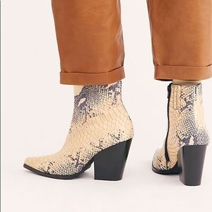 Free People Jeffrey Campbell Flynn Boots Snake New